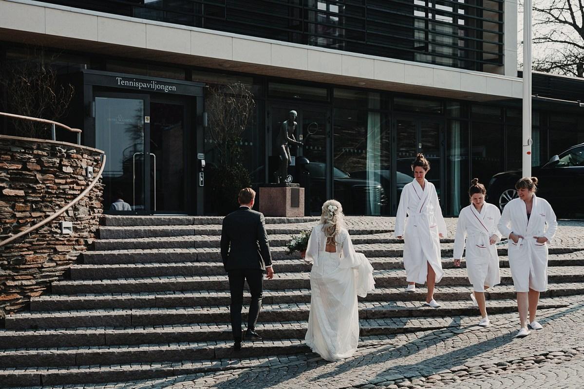 Bröllopspar i Båstad Bröllopsfotograf Wedding photographer Sweden wedding portraits