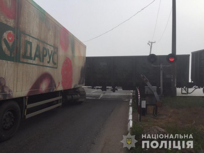 На трассе Одесса-Измаил столкнулись грузовик и поезд (фото)