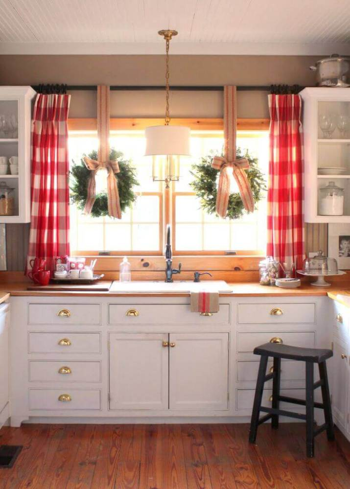 Farmhouse-Style Kitchen: Gorgeous modern kitchen cabinets for farmhouse sink that fuse two styles perfectly to amp up your kitchen's country style.
