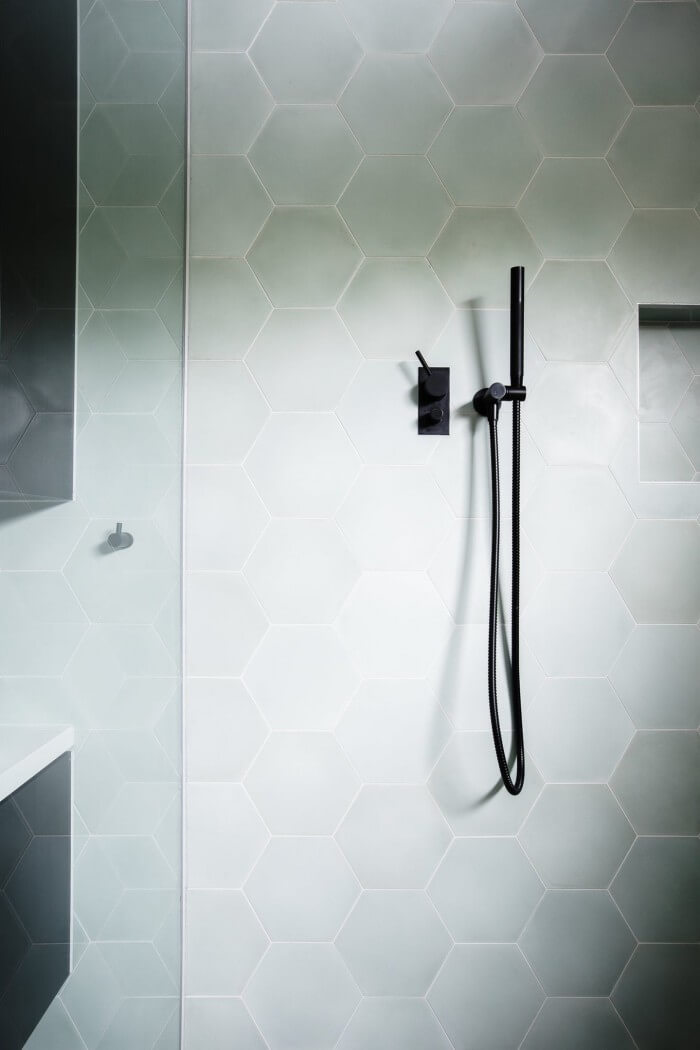 Refresh your home with these accent tile ideas for bathrooms that make sure inspire you to increase your bathroom beauty and get fixer upper style