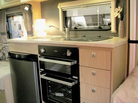 Elddis Avante 574 kitchen