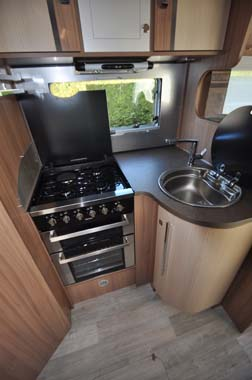 Pilote Reference G690LR Motorhome - Kitchen