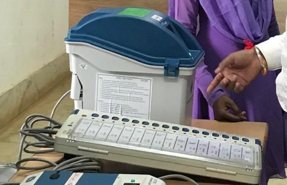 ईव्हीएम सह व्हीव्हीपेट मशीन से आयी निर्वाचन प्रणाली में पारदर्शिता, व्हीव्हीपेट मशीन ईव्हीएम से जुड़ी एक स्वतंत्र प्रणाली, जो मतदाताओं को देती है मत सत्यापित करने की सुविधा