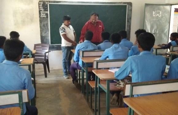 पोंदुम एवं मेटापाल के स्कूलों का जिला शिक्षा अधिकारी ने किया औचक निरीक्षण, बच्चों की कम उपस्थिति पर जताई नाराजगी