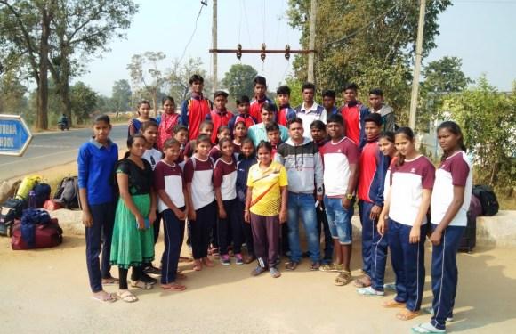 खेल महाकुंभ रायपुर में शामिल होने 24 खिलाडियों का दल हुआ रवाना