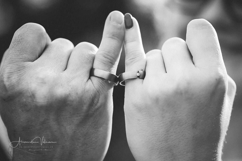 Ehering an Ehering - Kreative Hochzeitsfotografie