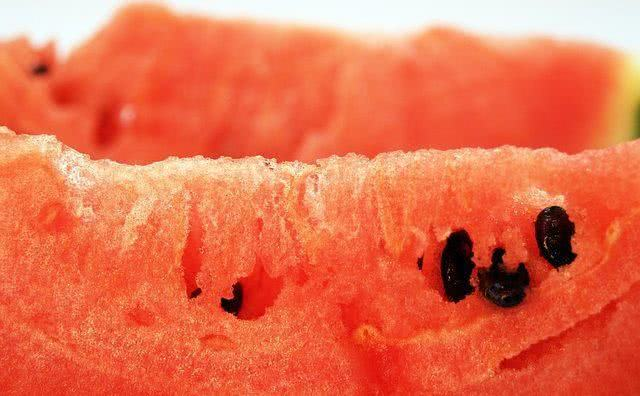 chas-para-aliviar-dor-nos-rins melancia