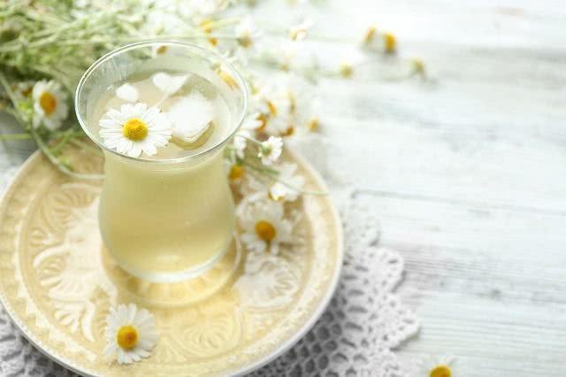 Chá de camomila rauliveira para combater a indigestão