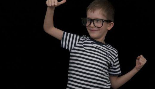 子どもの「スマホ老眼」増加中!視力低下から子どもの目を守る方法