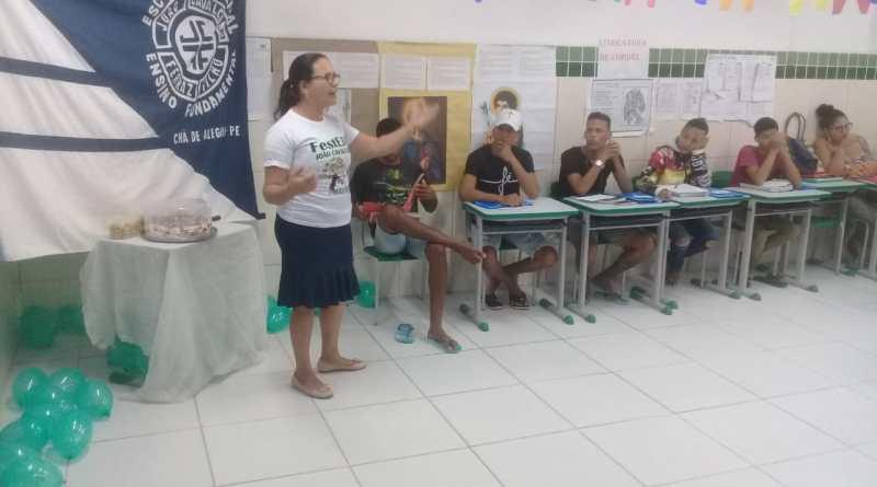 Projeto de letramento para turmas do EJA é iniciado na escola João Cavalcanti