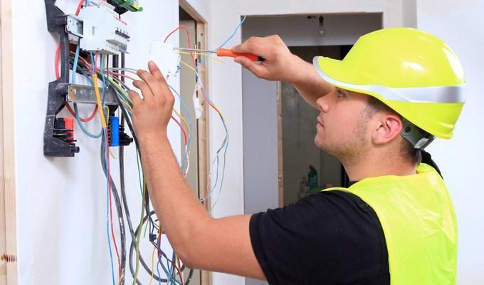 مطلوب عاملي صيانة متخصصين في الكهرباء