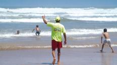 مطلوب 221 سباح منقذ بالشواطئ خلال أشهر الصيف