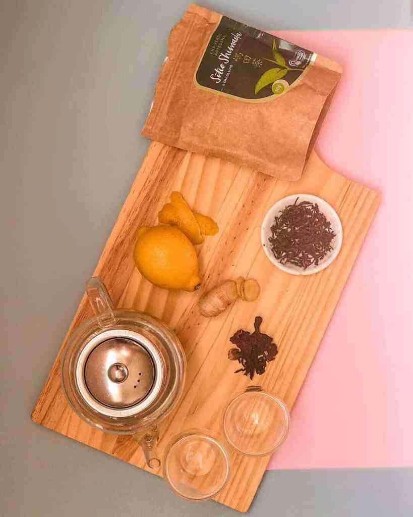 Ingredientes: Chá verde, gengibre, hibisco e casca de limão