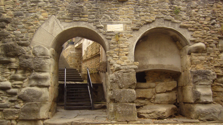 """Porta Bifora """"La Bucaccia""""...the """"evil hole"""""""