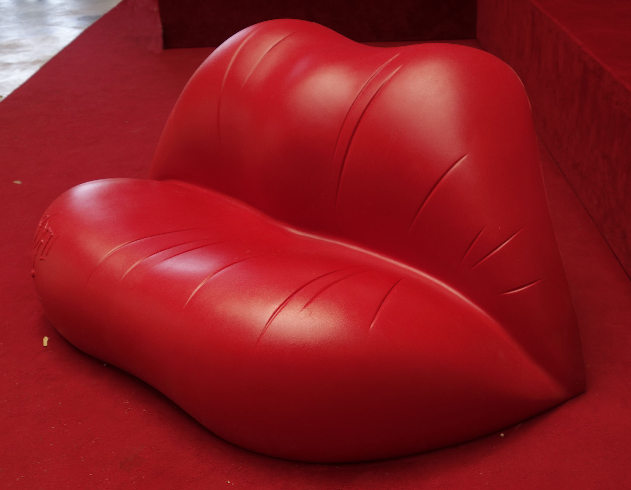 Lip Chair Dali Hot Lips Sofa Chairblog Eu