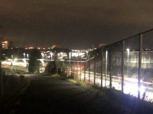 早朝の首都高速狩場線