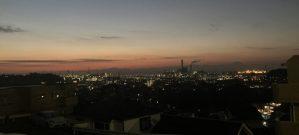 夜明け前、根岸の空