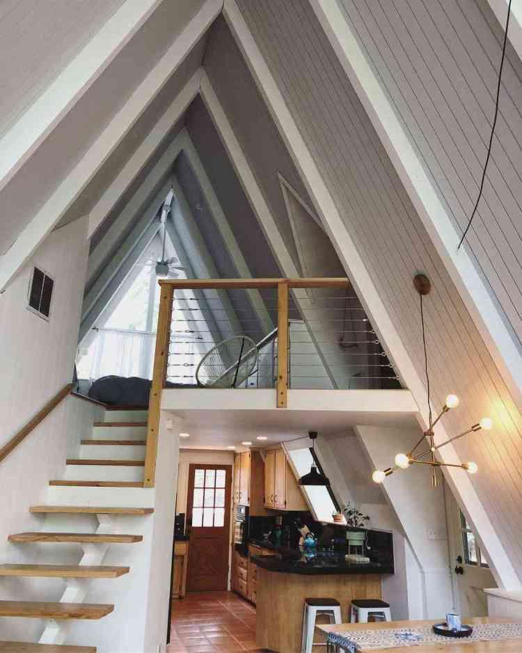 interior utiliza acabamentos que remetem ao vitoriano e às casas de madeira tradicional norte-americanas.