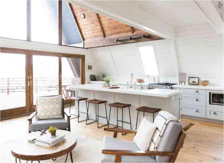 foto de interior de uma casa chalé de madeira