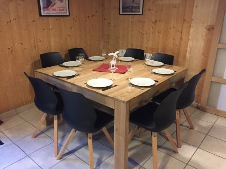 table de 8 personnes extensible jusqu'à 10 personnes