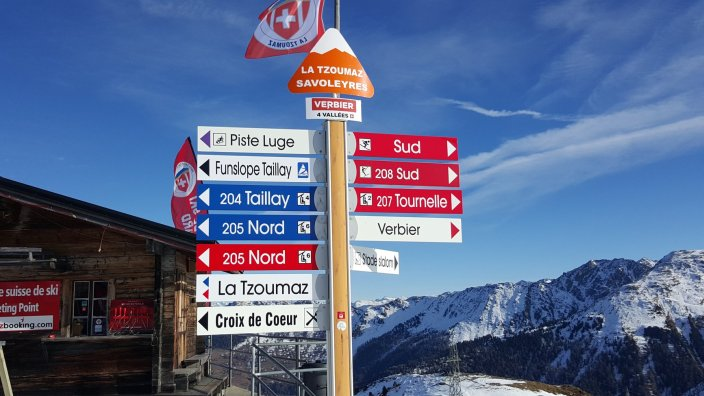 La Tzoumaz Savoleyres - a choice of wide gentle blues and more challenging red runs