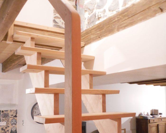 Escalier sur crémaillère sans contremarches en frêne