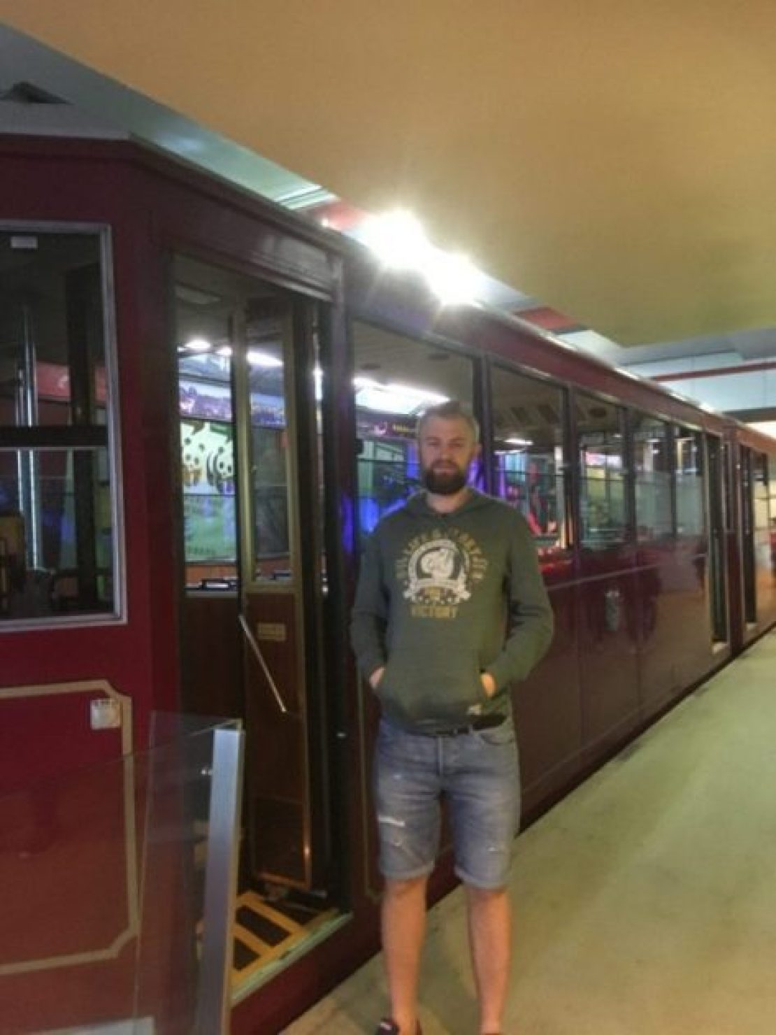Me at th tram to Victoria peak