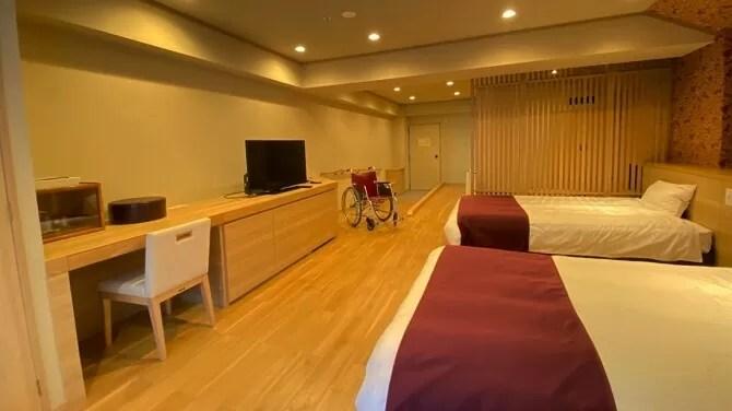 【ホテルサンシャイン鬼怒川】ユニバーサルルーム(ベッドルームと4.5畳和室とシャワールーム、トイレ付客室・4名定員)