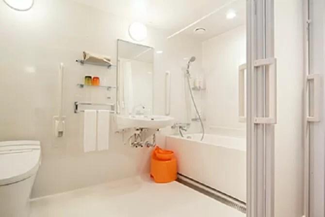 【ホテル ユニバーサル ポート ヴィータ】ヴィータバリアフリールーム(3名可・33平米)バスルーム