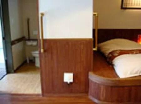 【彩つむぎ】バリアフリー対応風呂付き洋室201号室・301号室のトイレ入り口