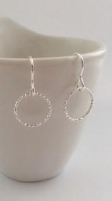 Single circle earrings