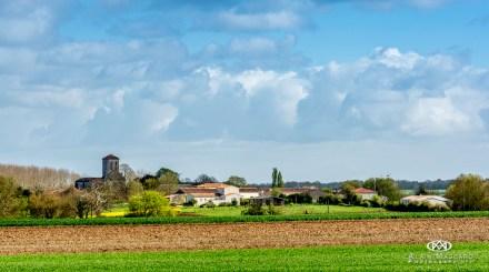 Beau point de vue sur l'église et le bourg
