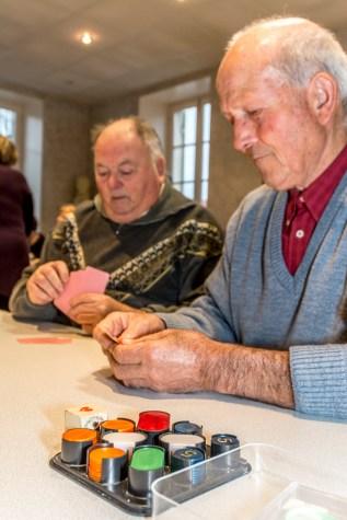 Des joueurs de belote concentrés !