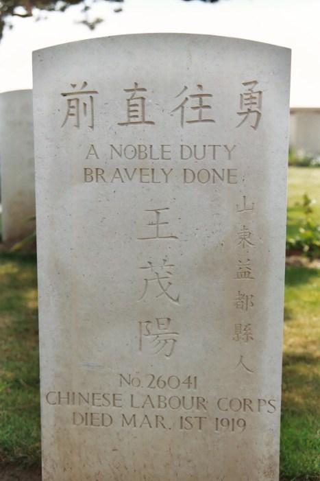 Noyelles sur Mer : tombe du cimetière chinois.