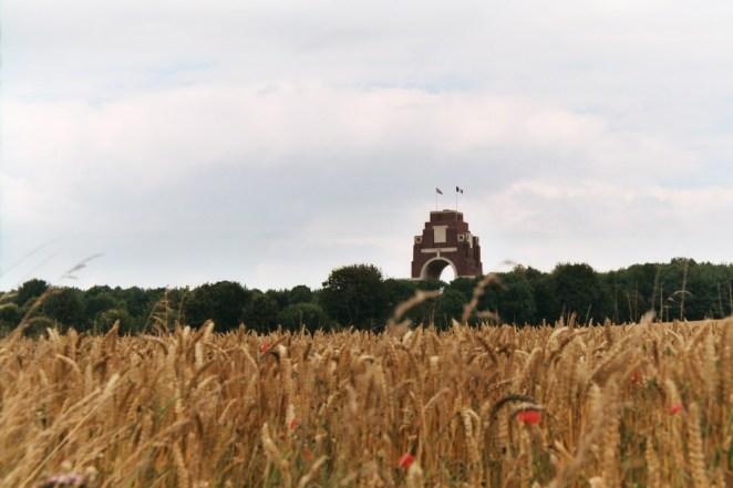 Thiepval : Monument franco-britannique (érigé en mémoire des 73 367 disparus, britanniques et sud-africains, tombés entre juillet 1915 et mars1918).