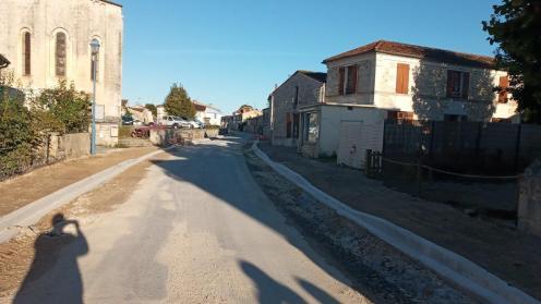 L'avenue vers l'église