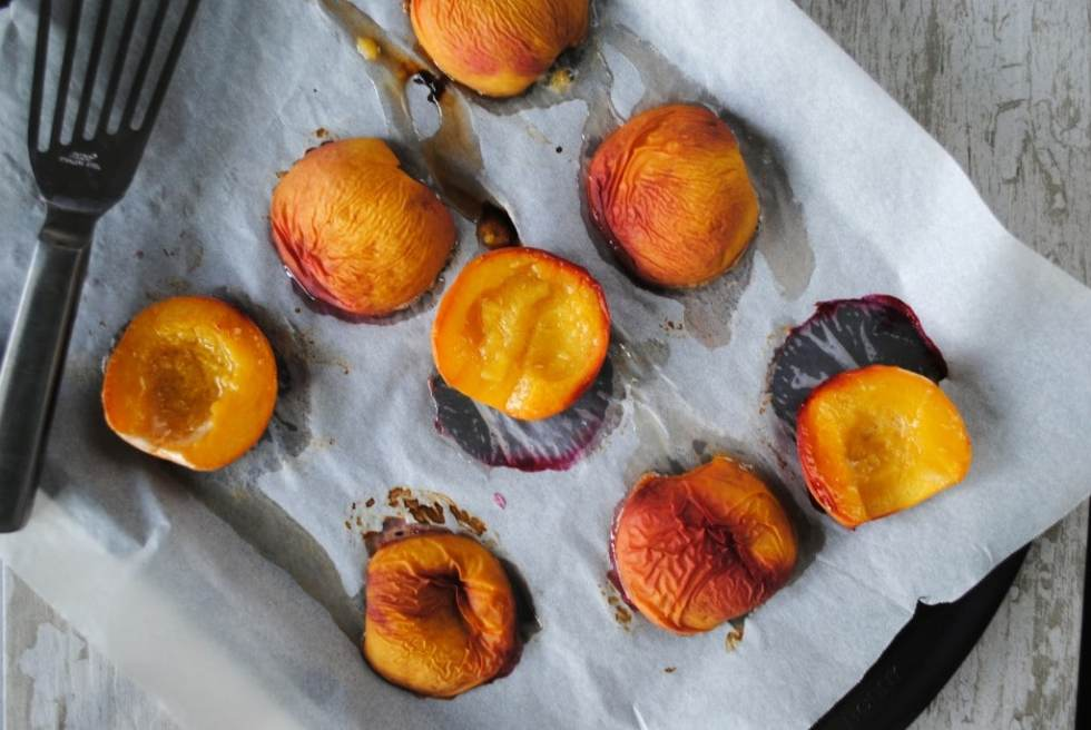 BAKED PEACHES WITH SPICED MASCARPONE