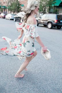 Barefoot In Floral Print - Champagne Macaroons
