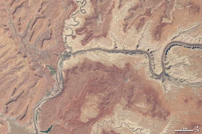 Lake Powell in 2014, showing a water loss that is both dramatic and unexpected. Source: NASA/Earth Observatory