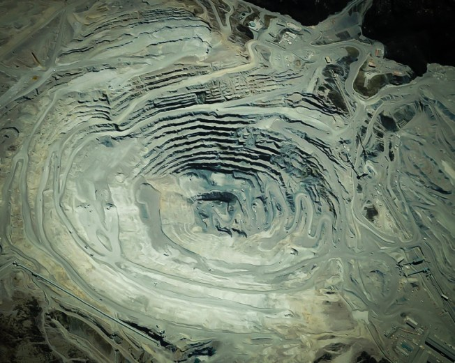 Satellite view of the Grasberg mine. Source: GoGeometry
