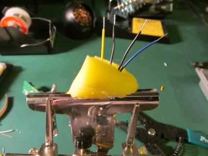 wires-in-sponge-in-clip