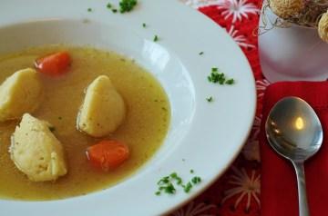 Matza Balls or Soup Dumplings (Knaidlach)