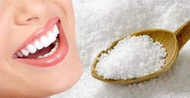 Cách làm răng đẹp trắng tại nhà bằng muối