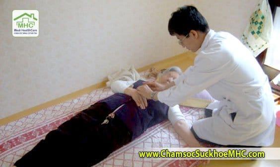 Dịch vụ tập vật lý trị liệu tại nhà ở TPHCM dich vu tap vat ly tri lieu tai nha tphcm Home physiotherapy services hcm