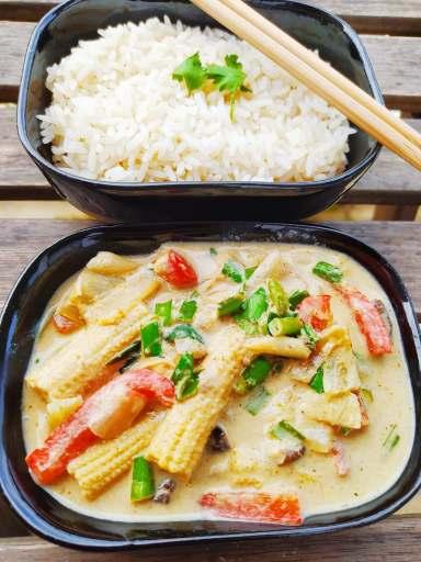 curry vert végétalien avec ciboule de chine
