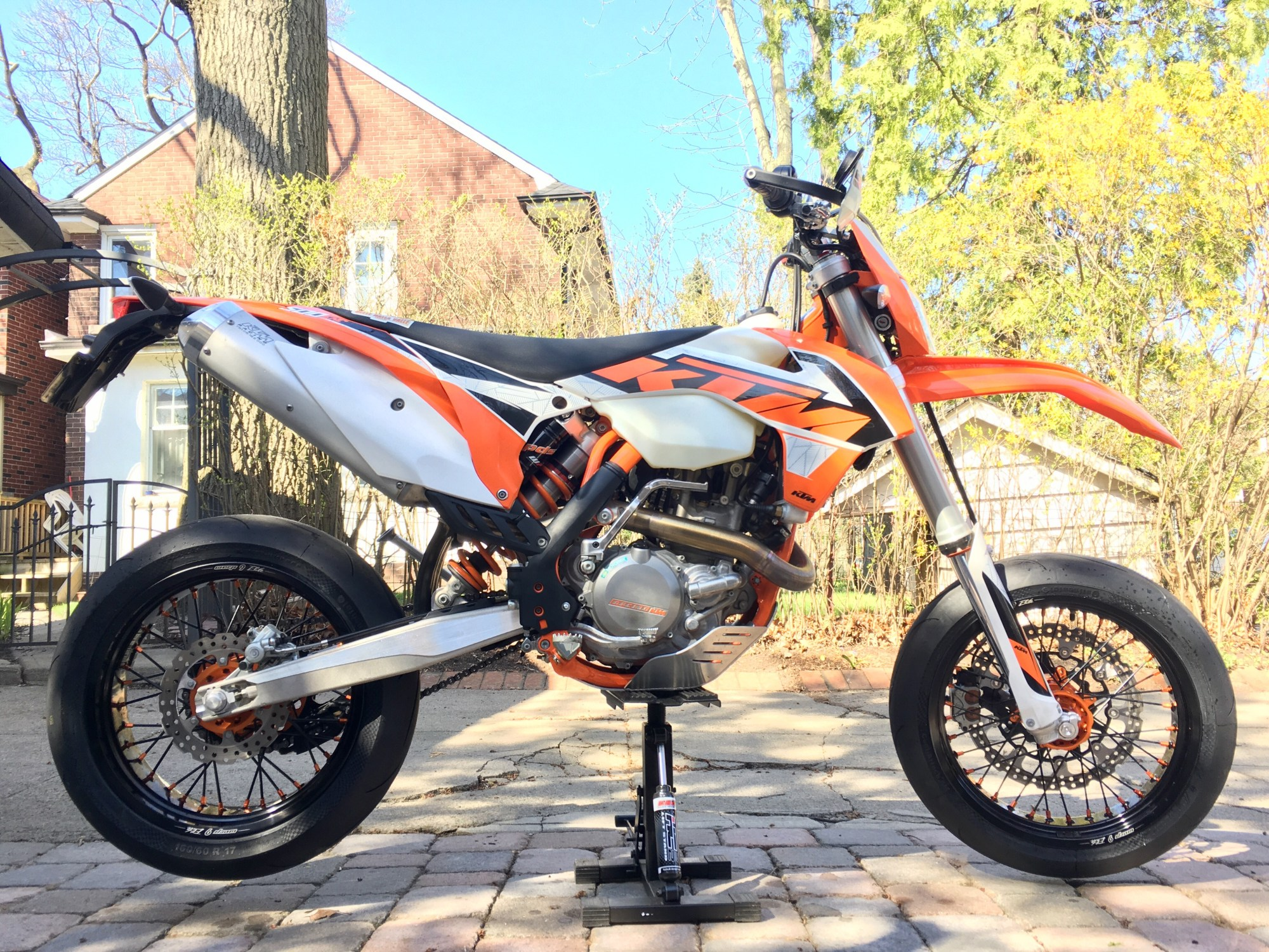 hight resolution of the sweet with the sticky street rubber and the 500 exc s torque and light weight the bike handled like a dream on tight twisty roads