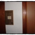 生のり壁紙の貼り方!すすけた壁が輝く美しい白壁に変身!
