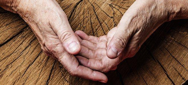 tree-rings-hands