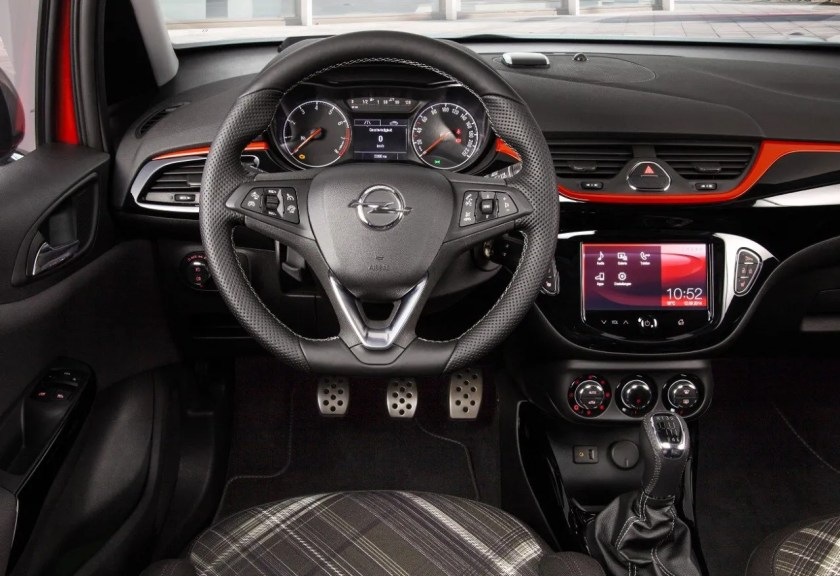 The interior of the 2015 Opel Corsa