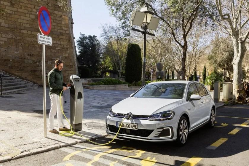 Charging the Volkswagen Golf GTE